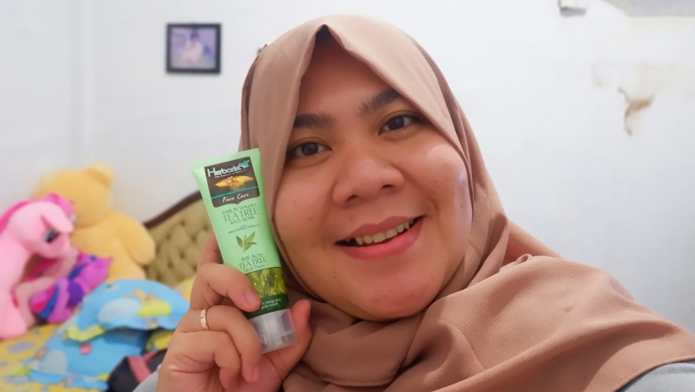 kesan-pertama-dengan-sabun-wajah-tea-tree-anti-acne-dari-herborist